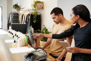 retail business hiring for holidays 2018 store seasonal staffing help competition