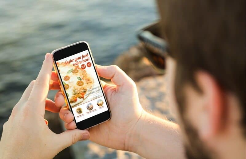 5 reasons your restaurant will need online ordering this summer